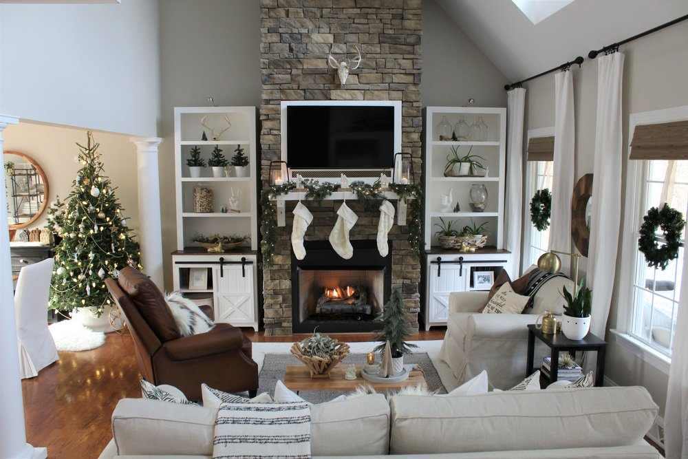 Tips for Decorating During the Holidays - If you like the idea of quick, simple and inexpensive decorating for the Holidays, or even if you prefer the more elaborate, we know you'll find some of Selena Campbell's tips helpful and gain some inspiration to use to in your own home.