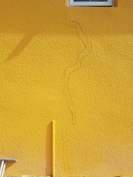 STUCCO CRACKED - BEFORE