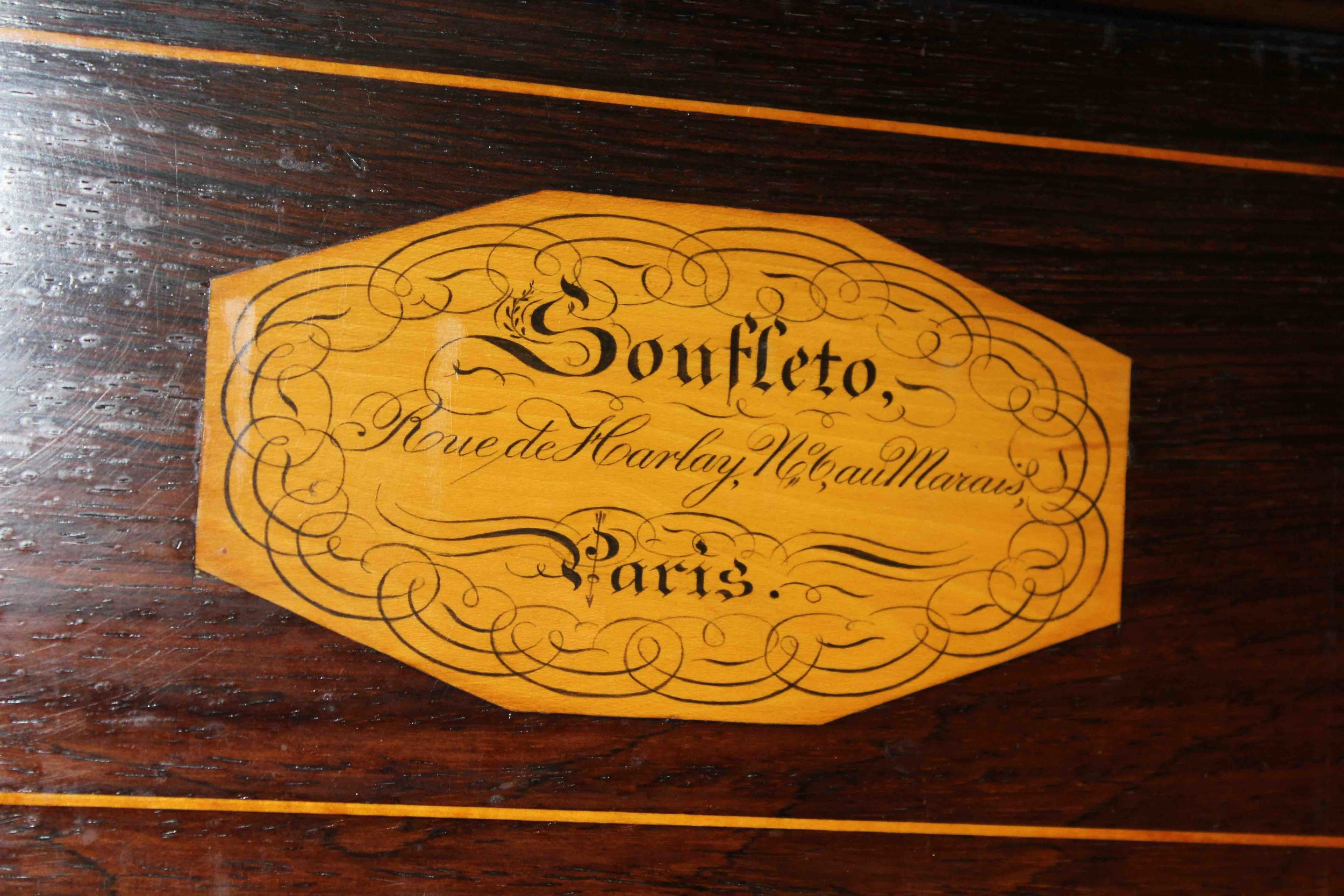 The address on the nameplate, No. 6 Rue de Harlay, allows us to date the piano, as it has no serial number. Soufléto moved to Rue Feydeau in 1830.
