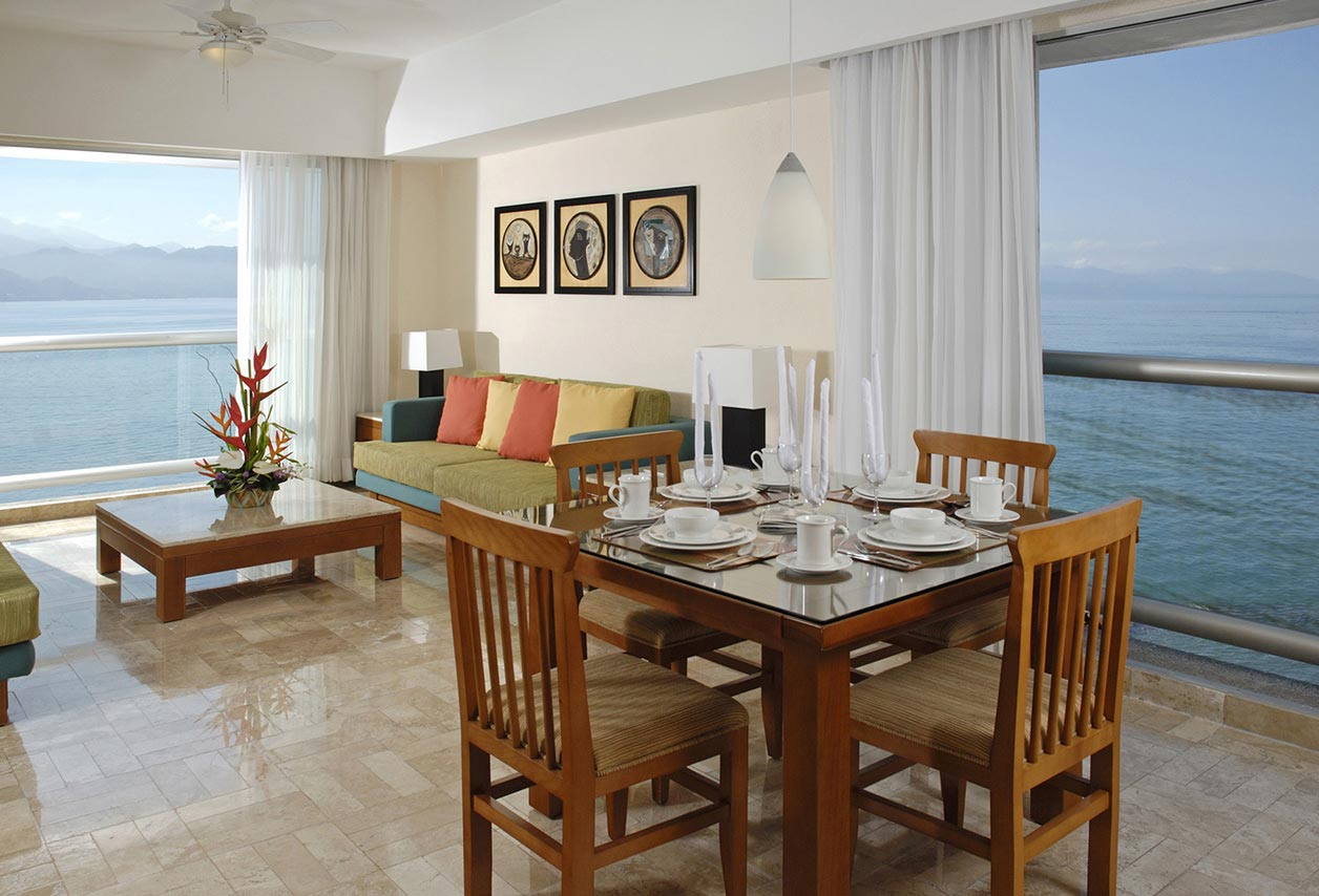 PACKAGE 2 - SHARED ROOM WITH CLASSES  Features:This includes everything in package 1 regarding the room and activities plus some outings where you can do things such as snorkel, take in a show and visit exclusive beaches.