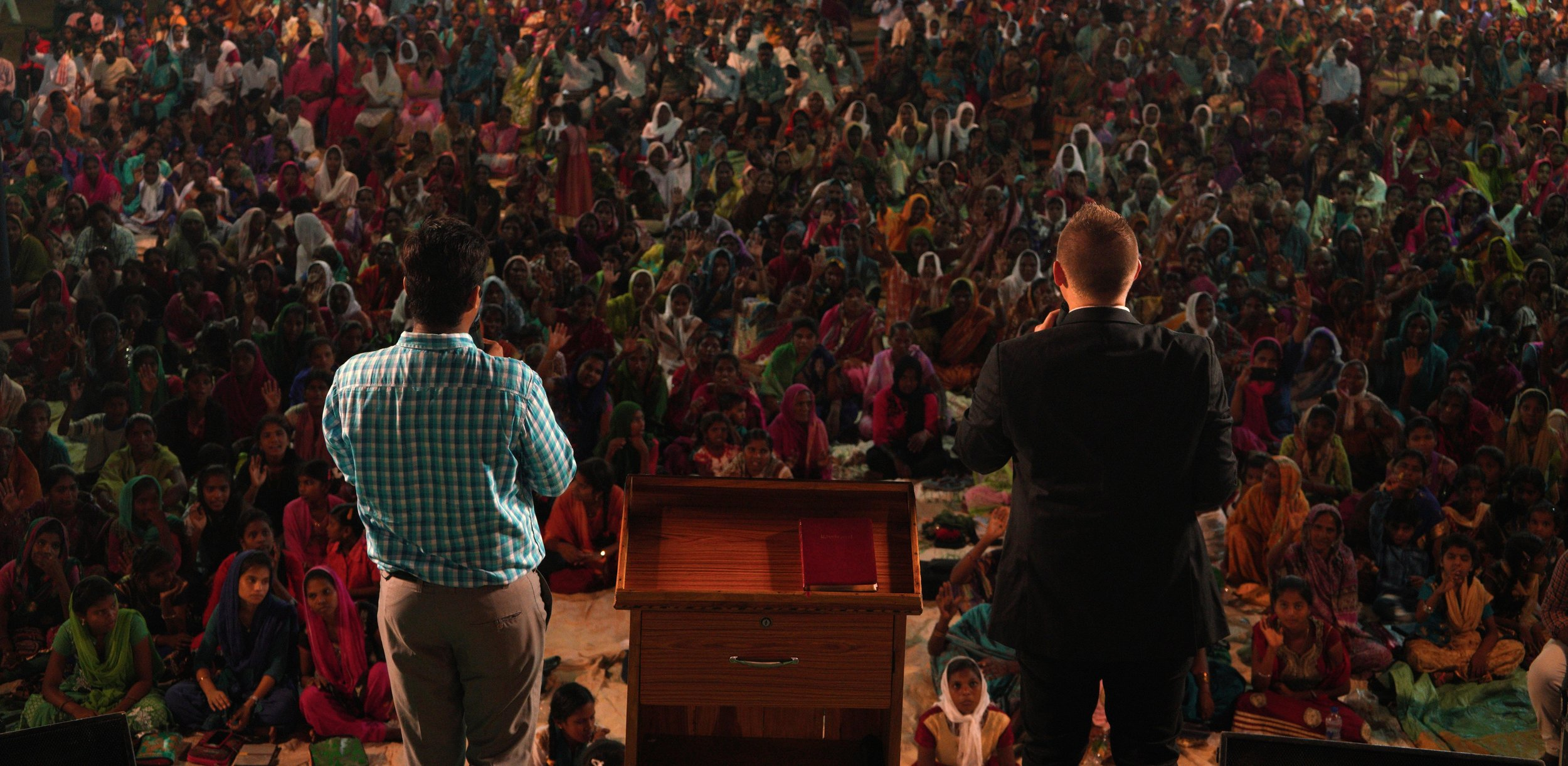 Tonight over 1000 people heard a crystal-clear Gospel message!