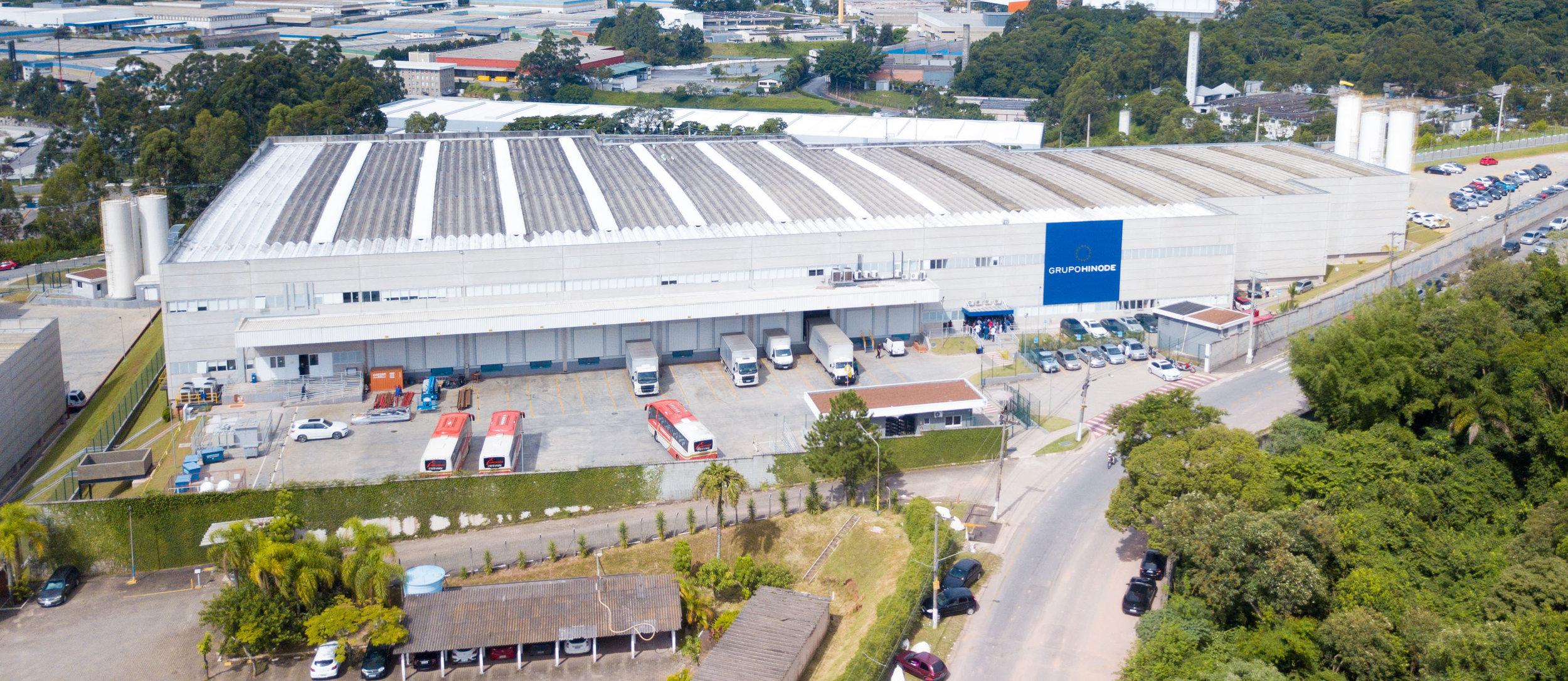 Fabrica en Brasil de 12 mil metros cuadrados que abastece a Latino América.