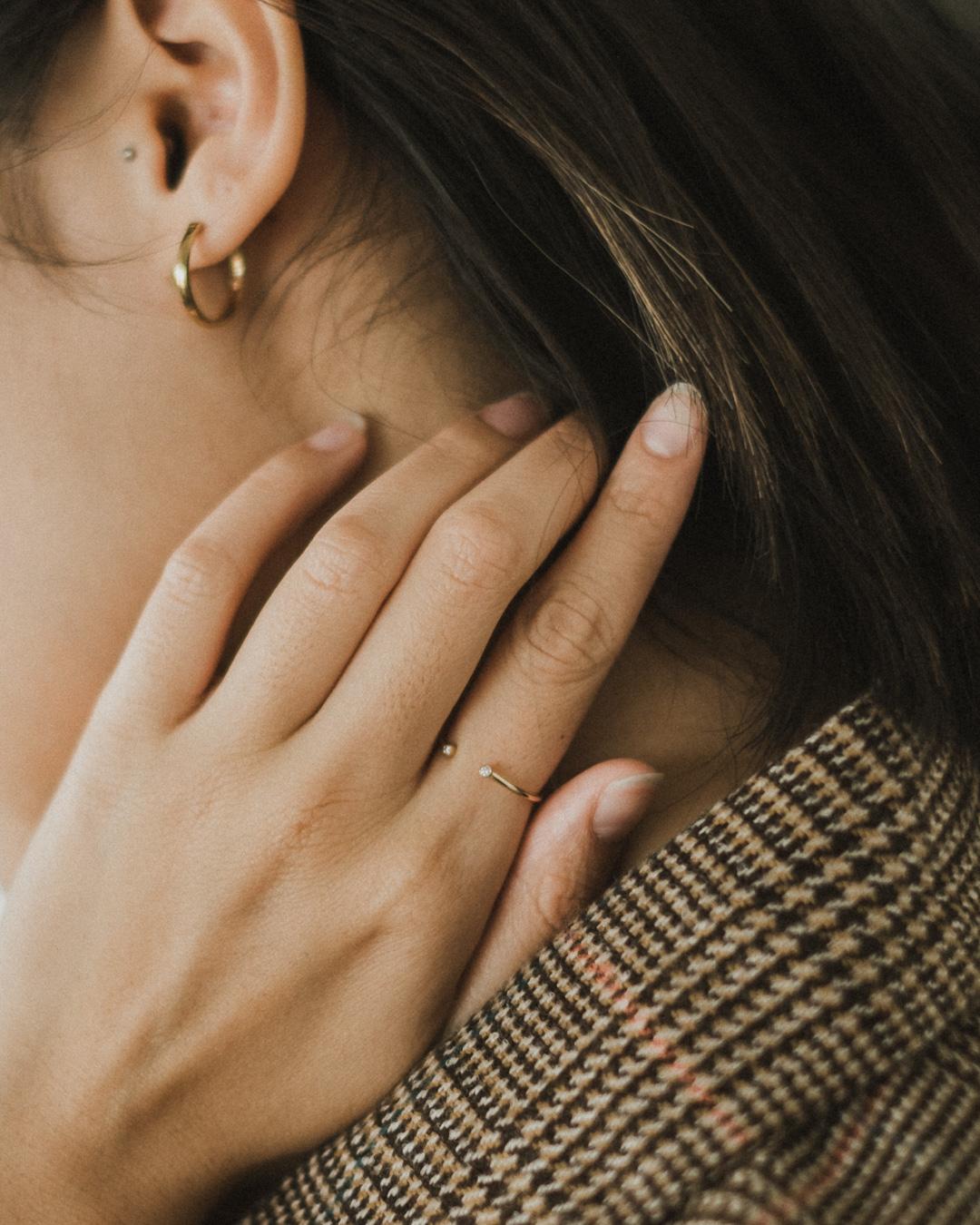closeup-mejuri-14k-gold