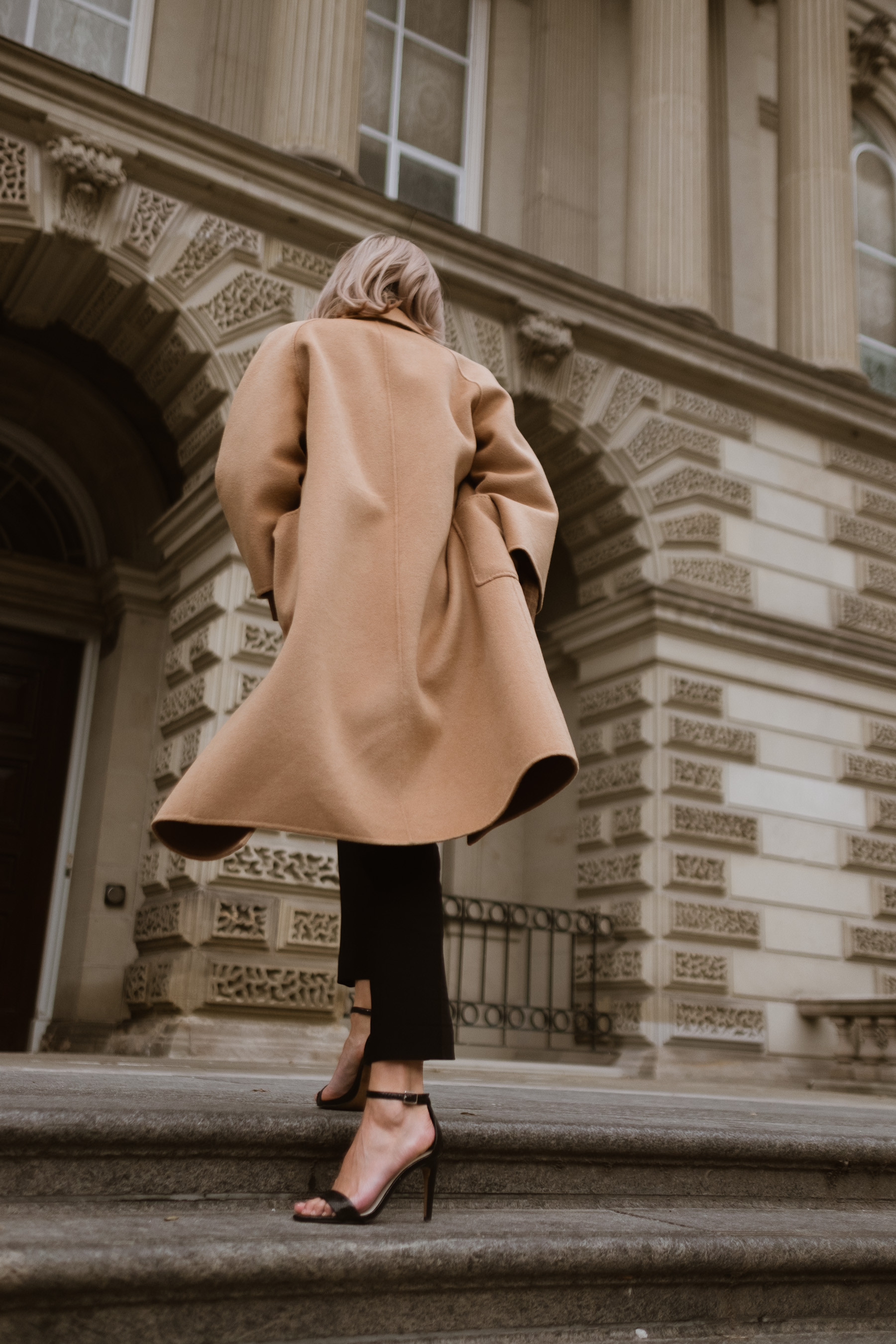 camel-cashmere-coat-thecurated.jpg