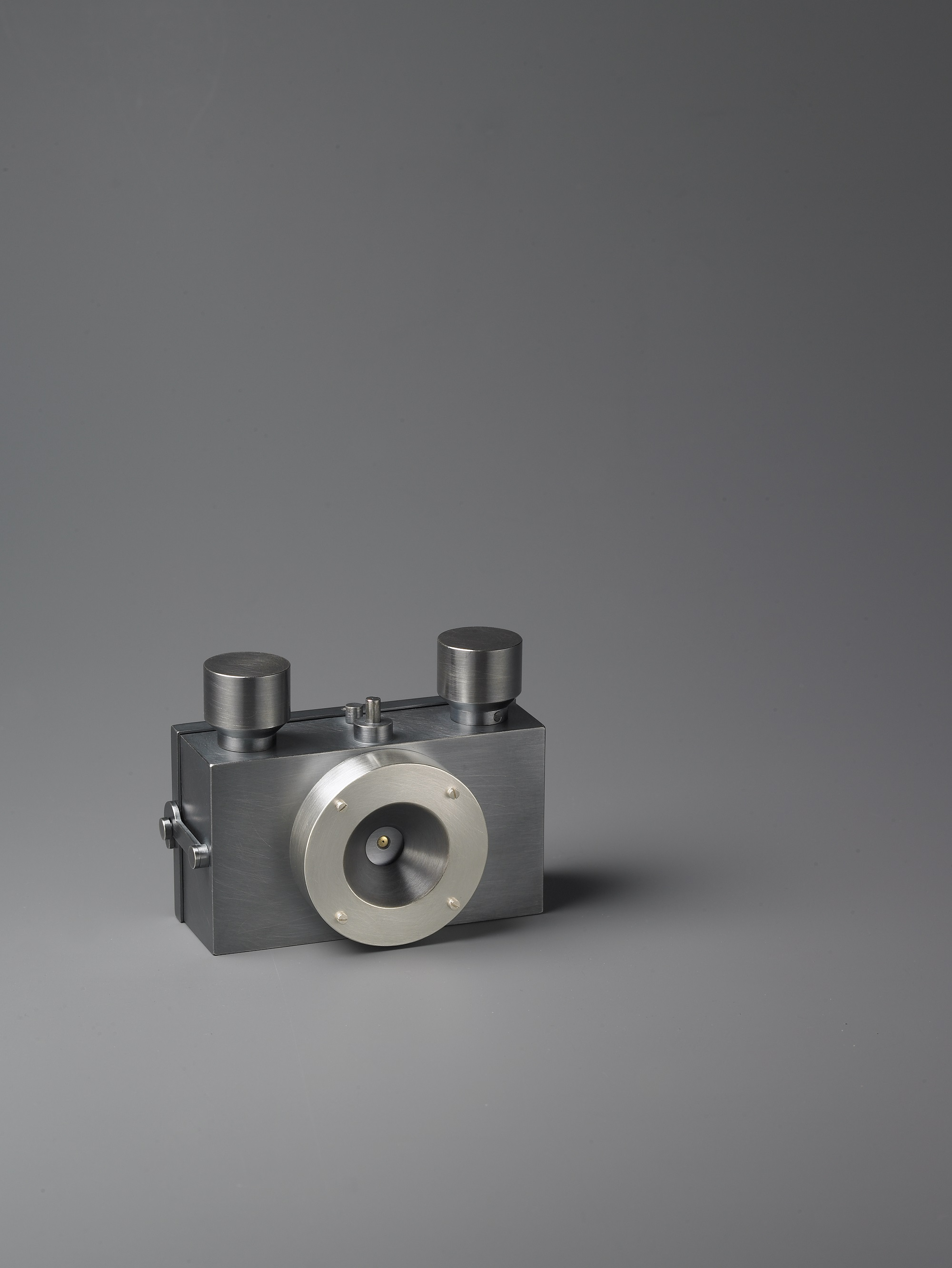 35mm Camera  2007, 925 Silver, 20k gold, spring steel, glass. Images courtesy of the artist
