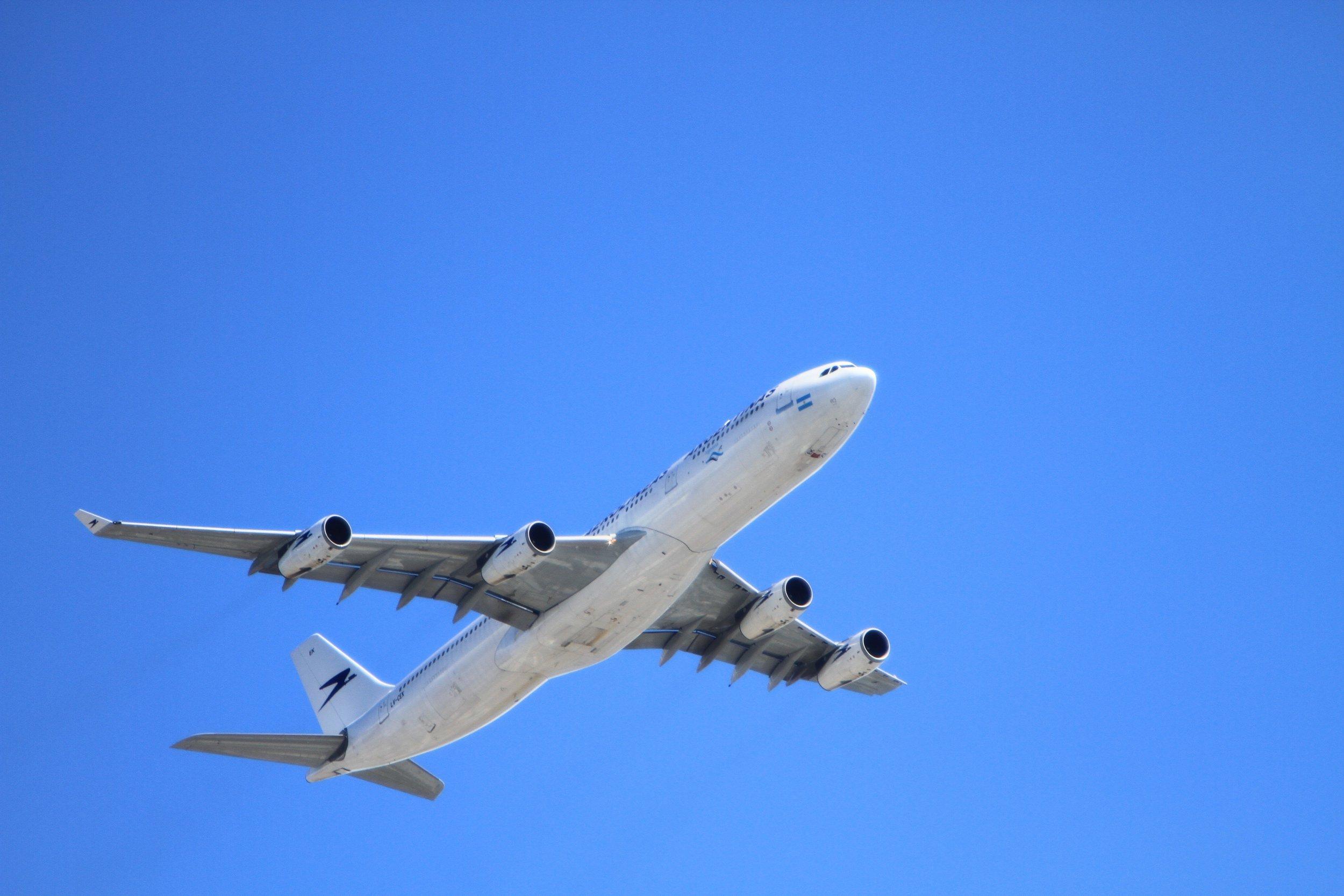 aeroplane-aircraft-airplane-67807.jpg