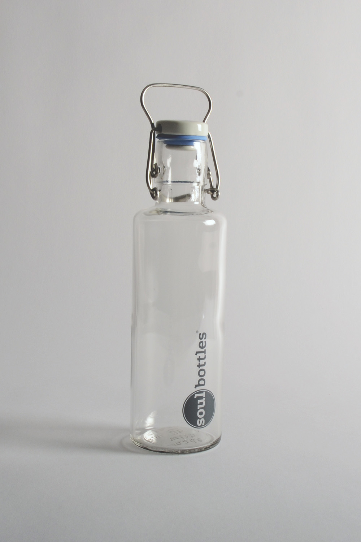 Botella de vidrio de Soulbottles  0,6 litros; fabricada en vidrio, caucho, cerámica, acero inoxidable; en varios diseños