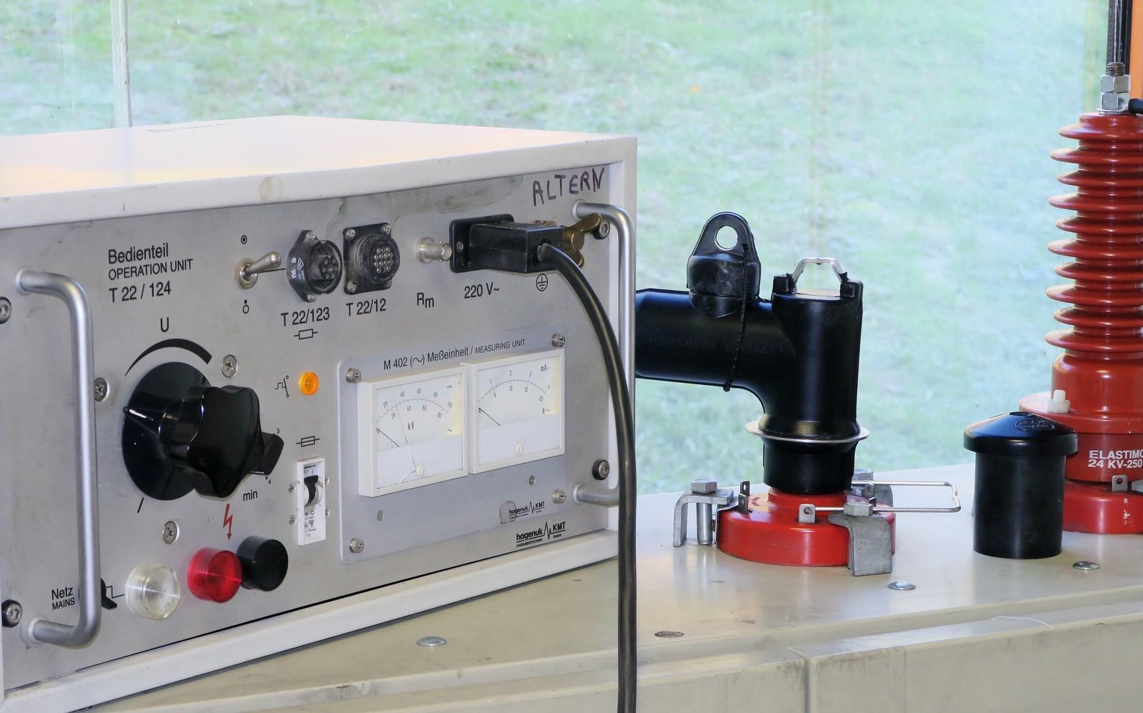 BANC DE TEST 2 courant alternatif 120 KV.jpg