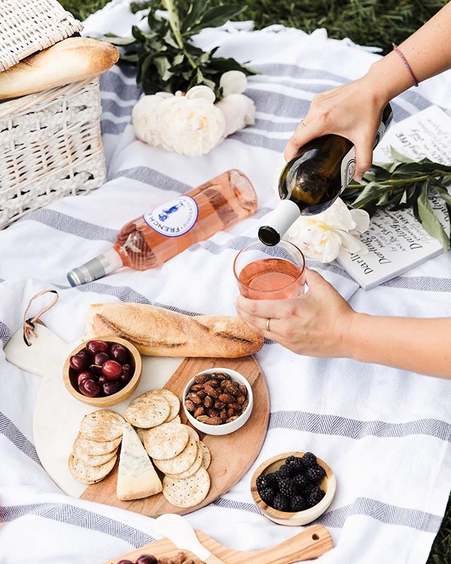 "My three p's for a picture-worthy picnic: pinot, props, place. 🍷🥖☀️ And if you're looking for the perfect place to picnic this summer, you have to check out the new ""Reflecting Motion"" exhibit at @unionstationkc (presented by my friends at @communityamerica_credit_union ). Swipe to see more!  #ReflectingMotionKC #SkyNetArt #sponsored"