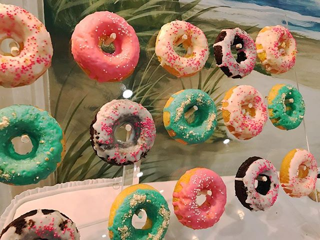 One of the criteria for this wedding was to make sure it didn't take away from the mural behind... we thought long and hard about this and we came up with this floating donut wall that we couldn't love more 😍 #mysweetarray #donutwall #somethingdifferent #alwayschanging #donuts #weddingdonuts