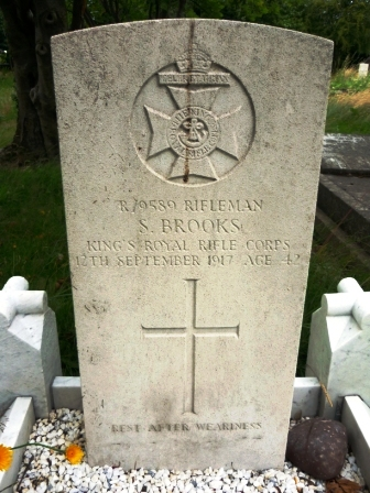 R/9589 RIFLEMAN             S. BROOKES      KING'S ROYAL RIFLE                 CORPS    12TH SEPTEMBER 1917                AGE 42                     † REST AFTER WEARINESS