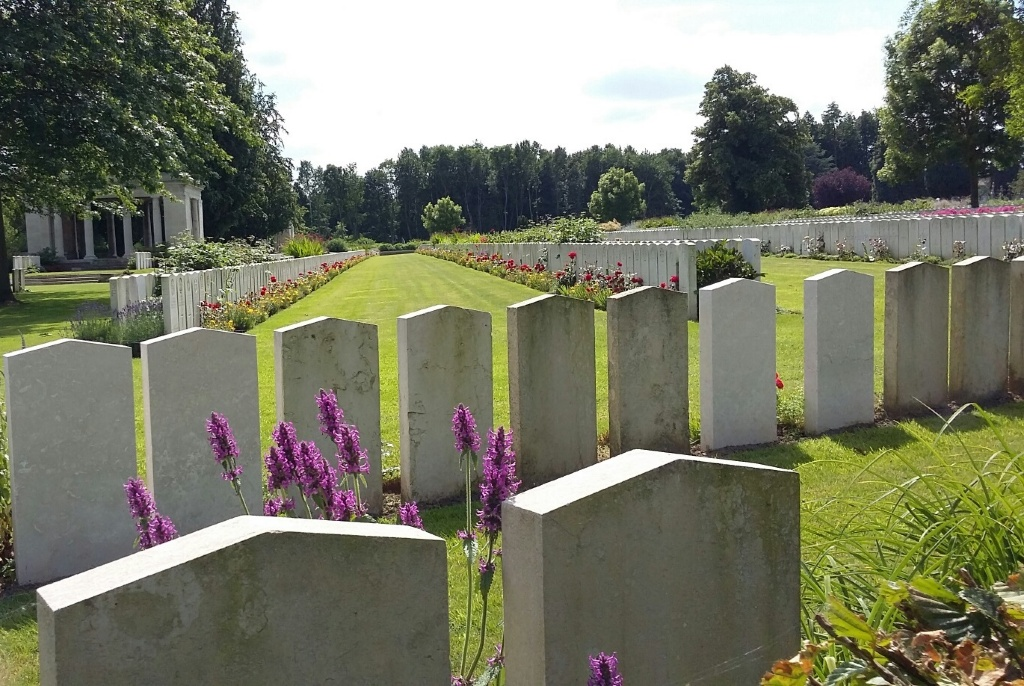 BAILLEUL COMMUNAL CEMETERY EXTENSION
