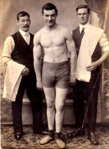 Boxing photo of Tom Penton. The identities of the two 'seconds' are not known.