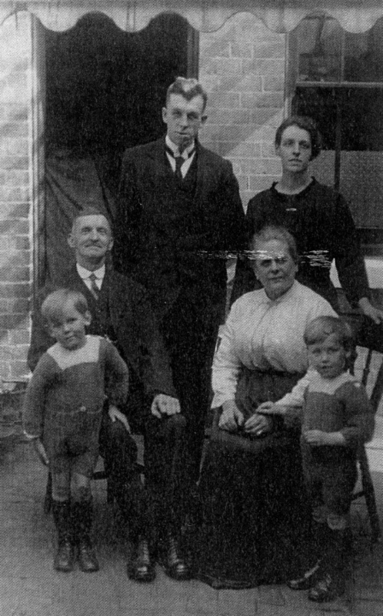 Group photograph showing Arthur Cartwright back left, Florence May Cartwright back right, and their two sons Howard on the left and John on the right.'s brother John Davies (brother of Noah's mother Clara) is seated on the left with his wife Mary Jane Fidoe seated on the right