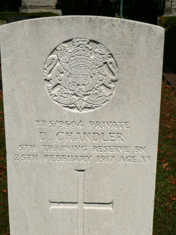 The grave of Private David Chandler at Evesham Cemetery