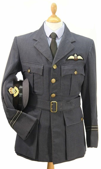 World War 2 RAF Flight Lieutenant's uniform
