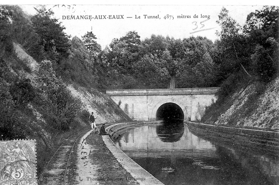 Postcard showing the St. Quentin Canal (Bellenglise Tunnel) before the First World War.