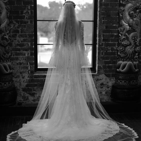 Ally cath veil Bl-Wh.jpg