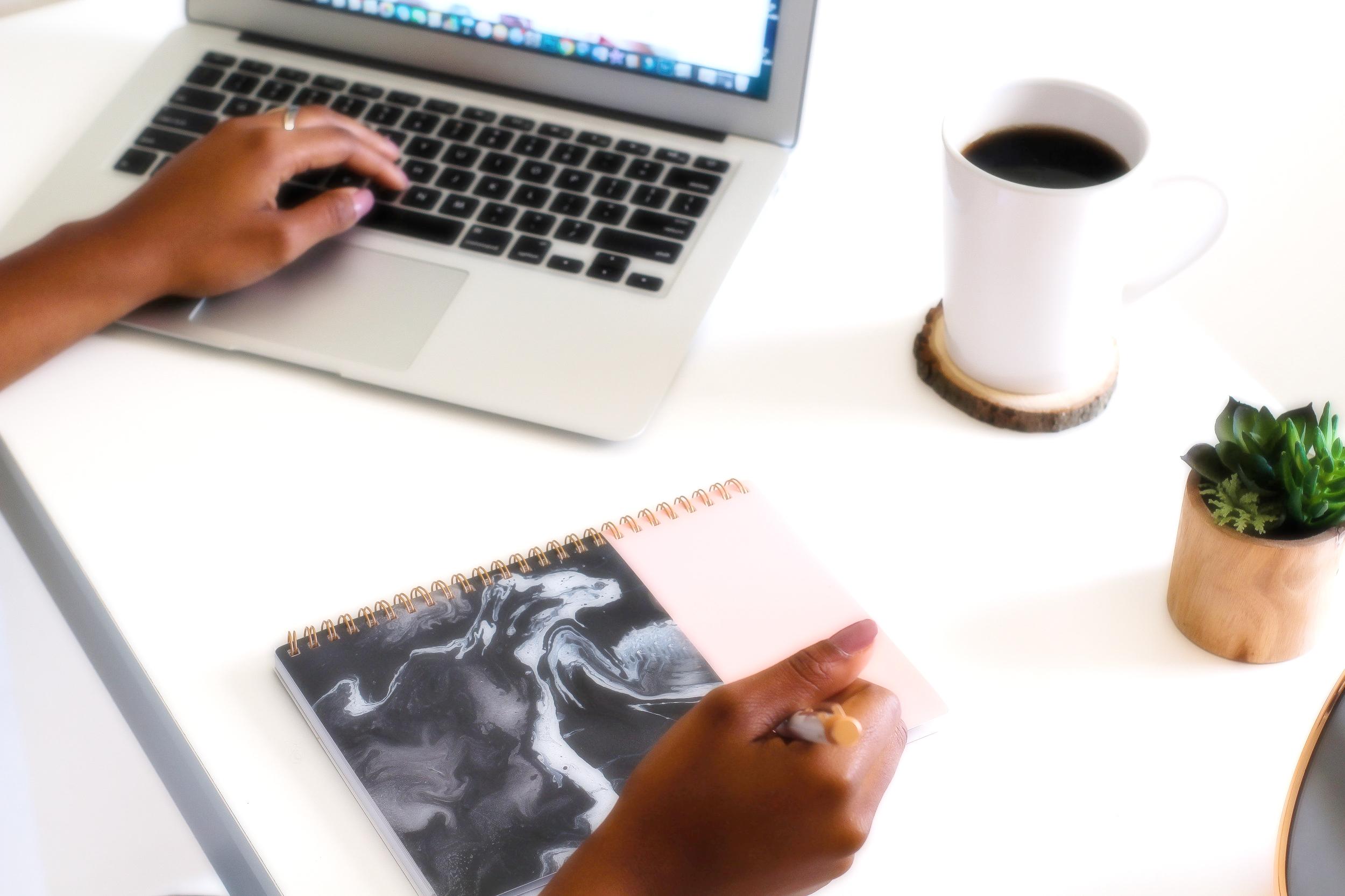 createherstock-work-at-desk-neosha-gardner-6.jpg