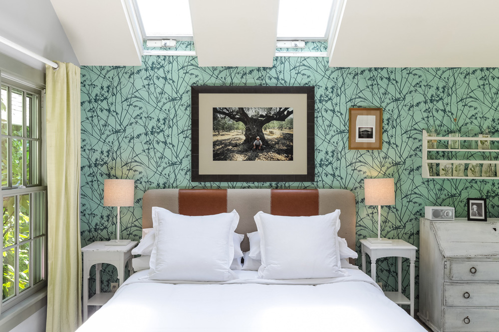 the-maidstone-Cottage-Small-Linne-Bedroom.jpg