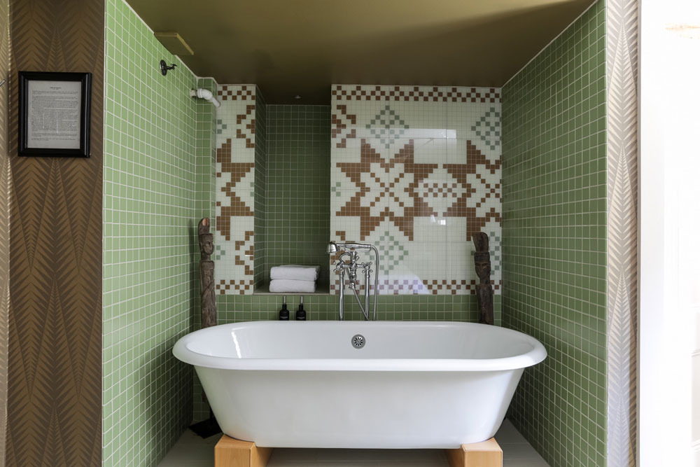 the-maidstone-Feature-Deluxe-Thor-Bathtub.jpg