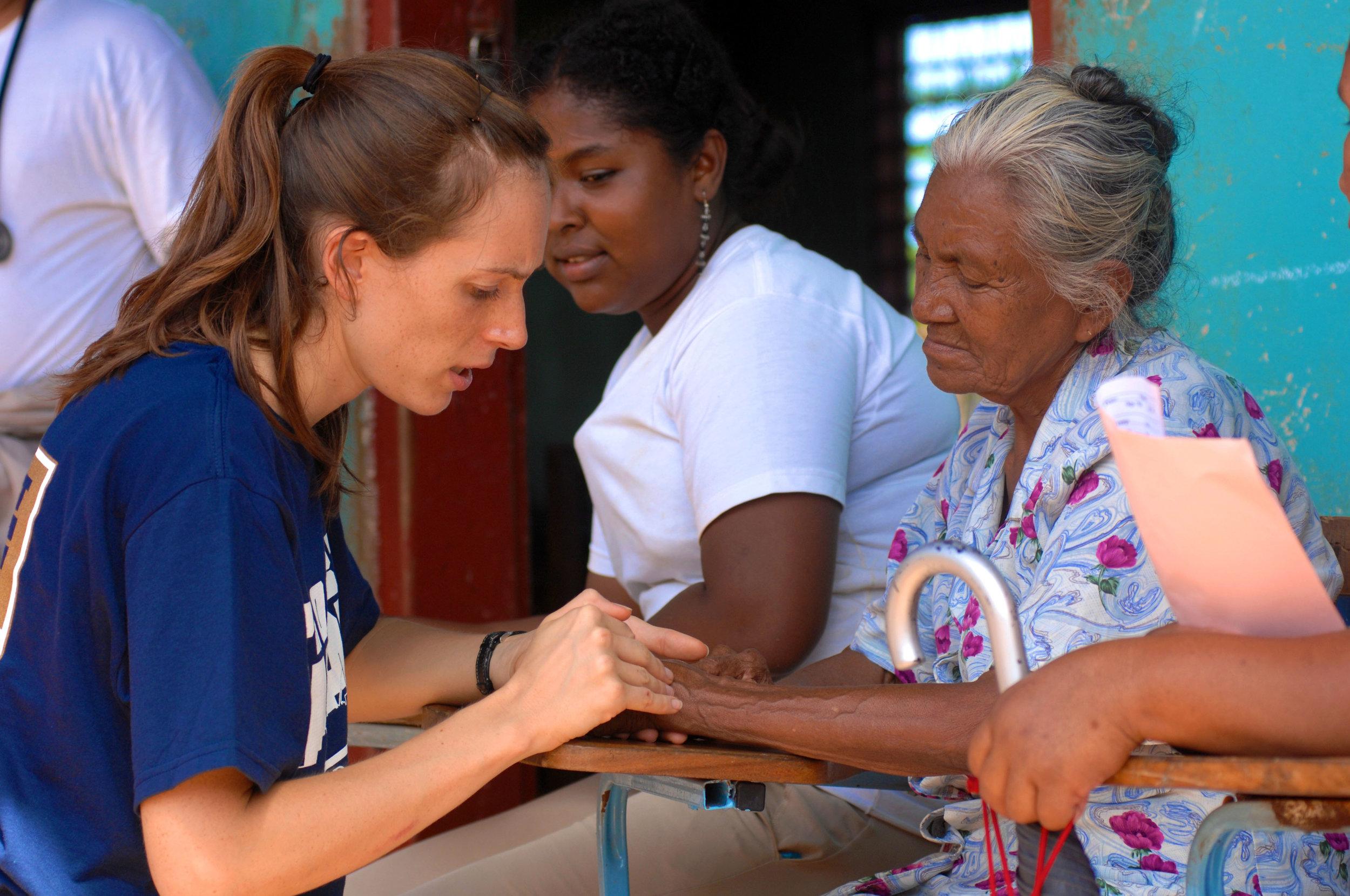 US_Navy_080815-N-7540C-148_Project_Hope_volunteer_Sara_Joyce,_embarked_aboard_the_amphibious_assault_ship_USS_Kearsarge_(LHD_3),_examines_the_hand_of_an_elderly_Nicaraguan_woman.jpg