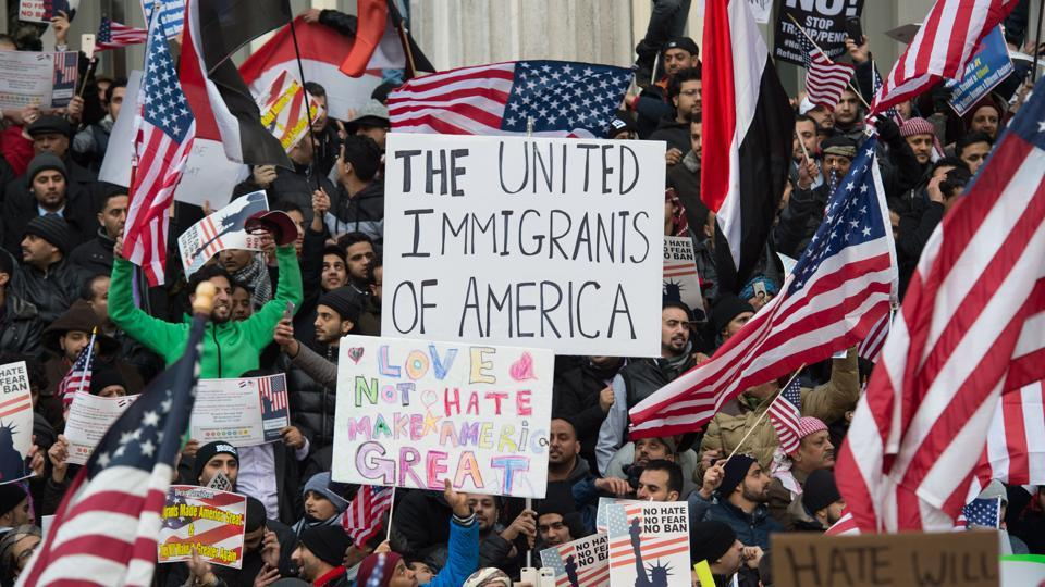 People rally with flags at Brooklyn Borough Hall as Yemeni bodega and grocery-stores shut down to protest US President Donald Trump's travel ban. (AFP Photo)
