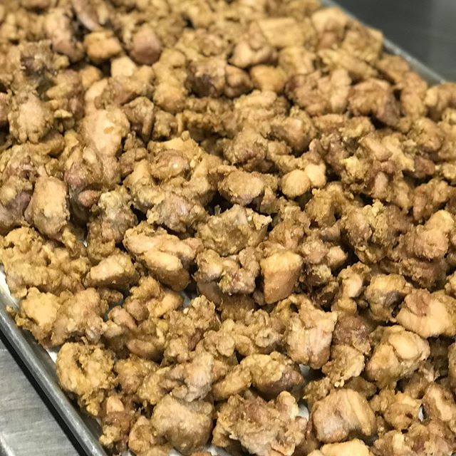 Look at all that chicken ready to be eaten.  Chopstick licking good!  Today's special is Orange Chicken so don't miss out!  We're at Wacker and Adams today 11am - 2pm. 🍊🥡🥢🔥🥡🥢🍊 . . . . . #bigwanggang #chicagofoodtrucks #chicagolunch #bigwangs #foodtruck #chicagofood #chicagofoodies #chicagofoodgoals #chicagofoodmag #chicagofoodbloggers #chicagofoodies #chicagofoodtruckfestival #chinesefood #takeout #foodporn #chicagofoodauthority #chicagofoodmag #chicagofoodbloggers #chinesefood #312food