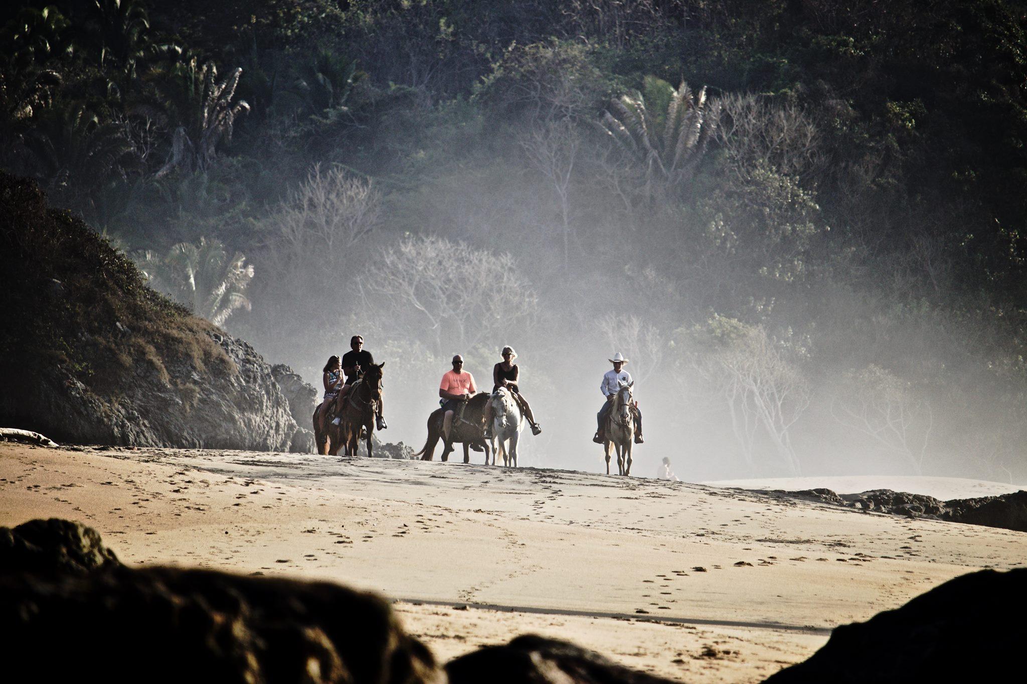 yelapa-horses.jpg