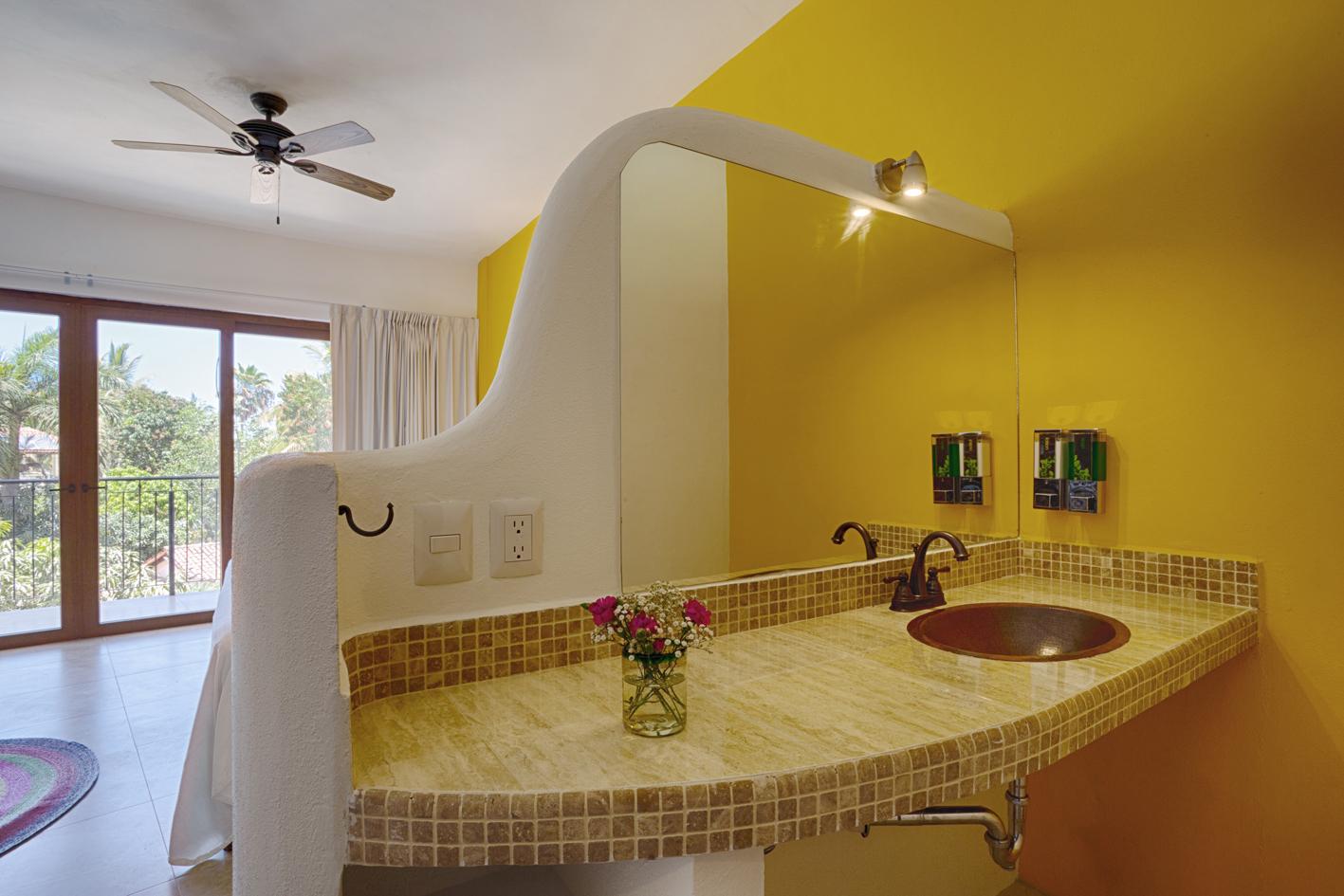 suite-sur-suenos-bath.jpg