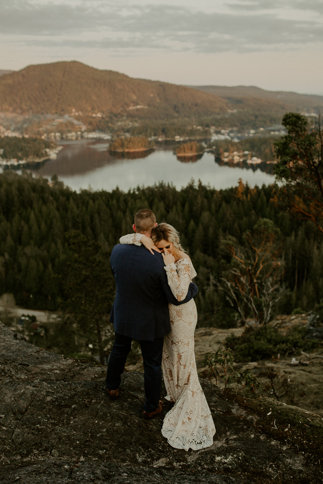 Luke Lambertson Photo_BritishColumbia_Canada_AdventurousCouple_Elopement_IMG-8548.jpg