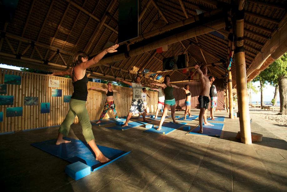 Vinyasa Class Mandalablue Yoga.png