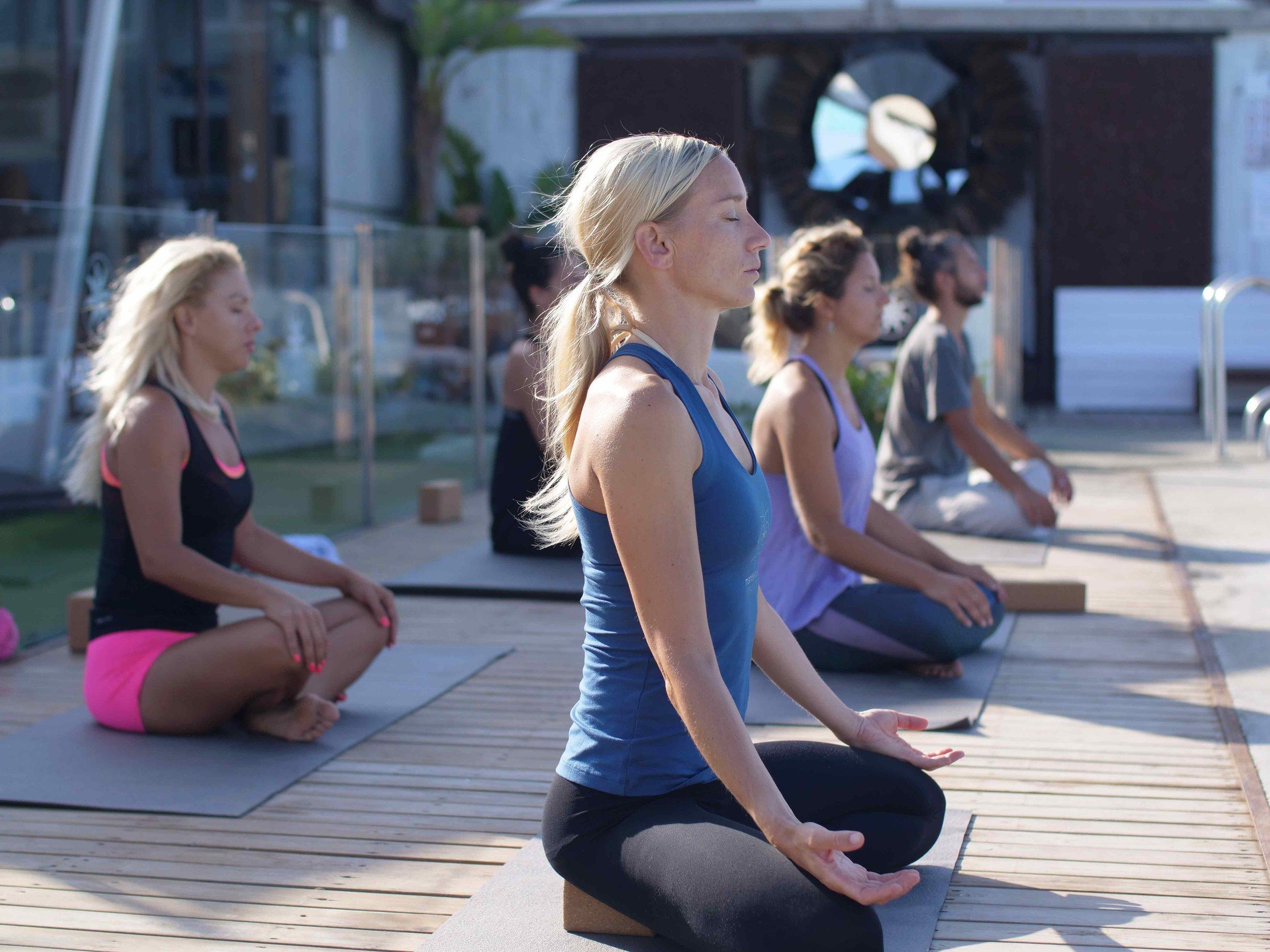 Mandalablue_yoga_meditacion_taller_tarifa
