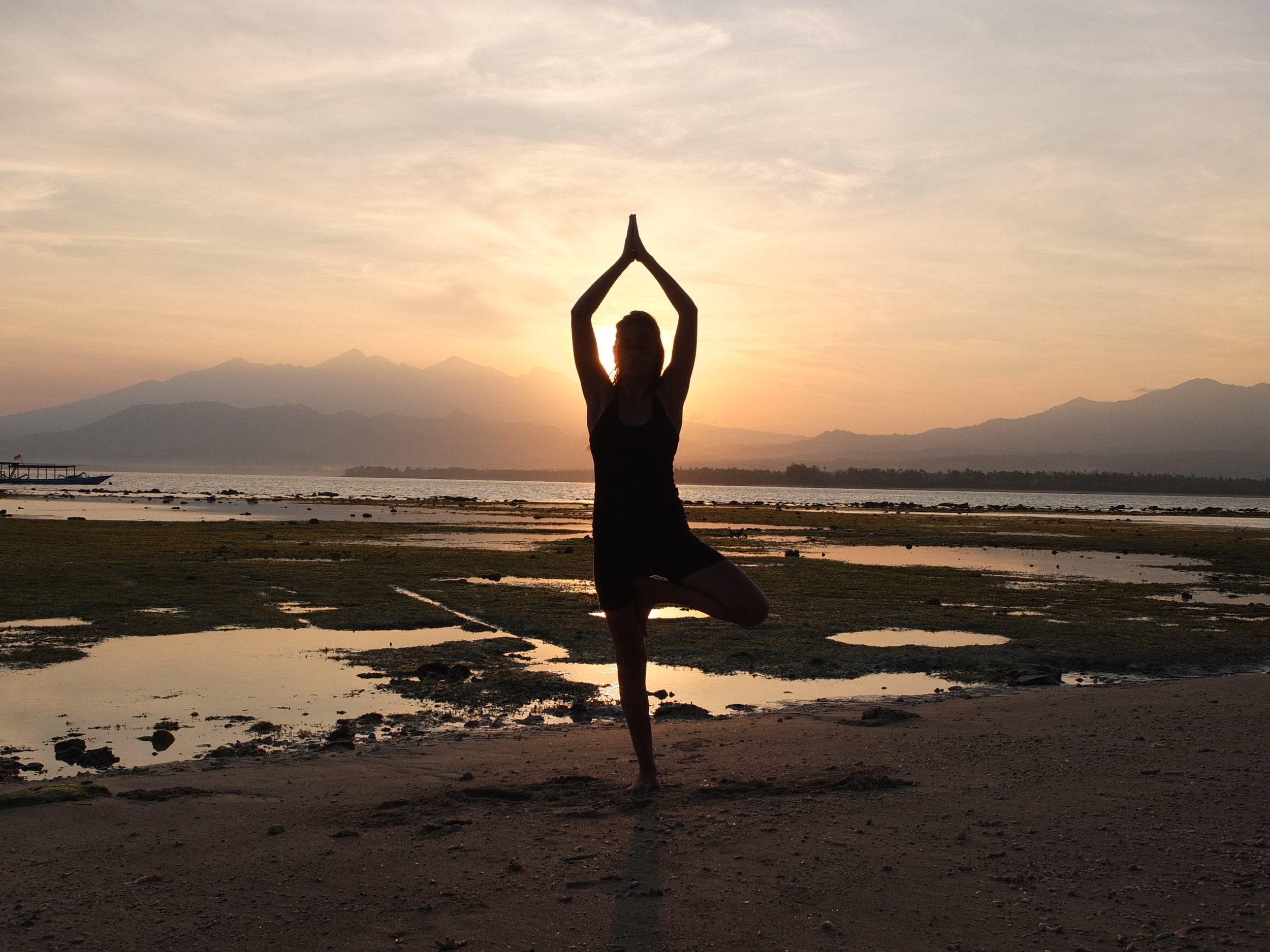 Mandalablue_yoga_beach_playa_tarifa_sunset.png