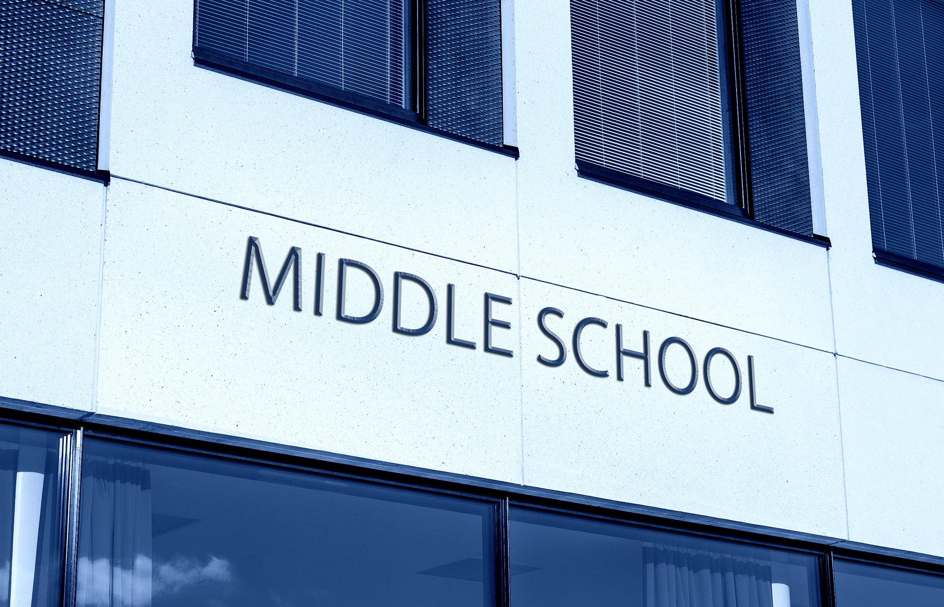 middle-school-2883660_1920.jpg