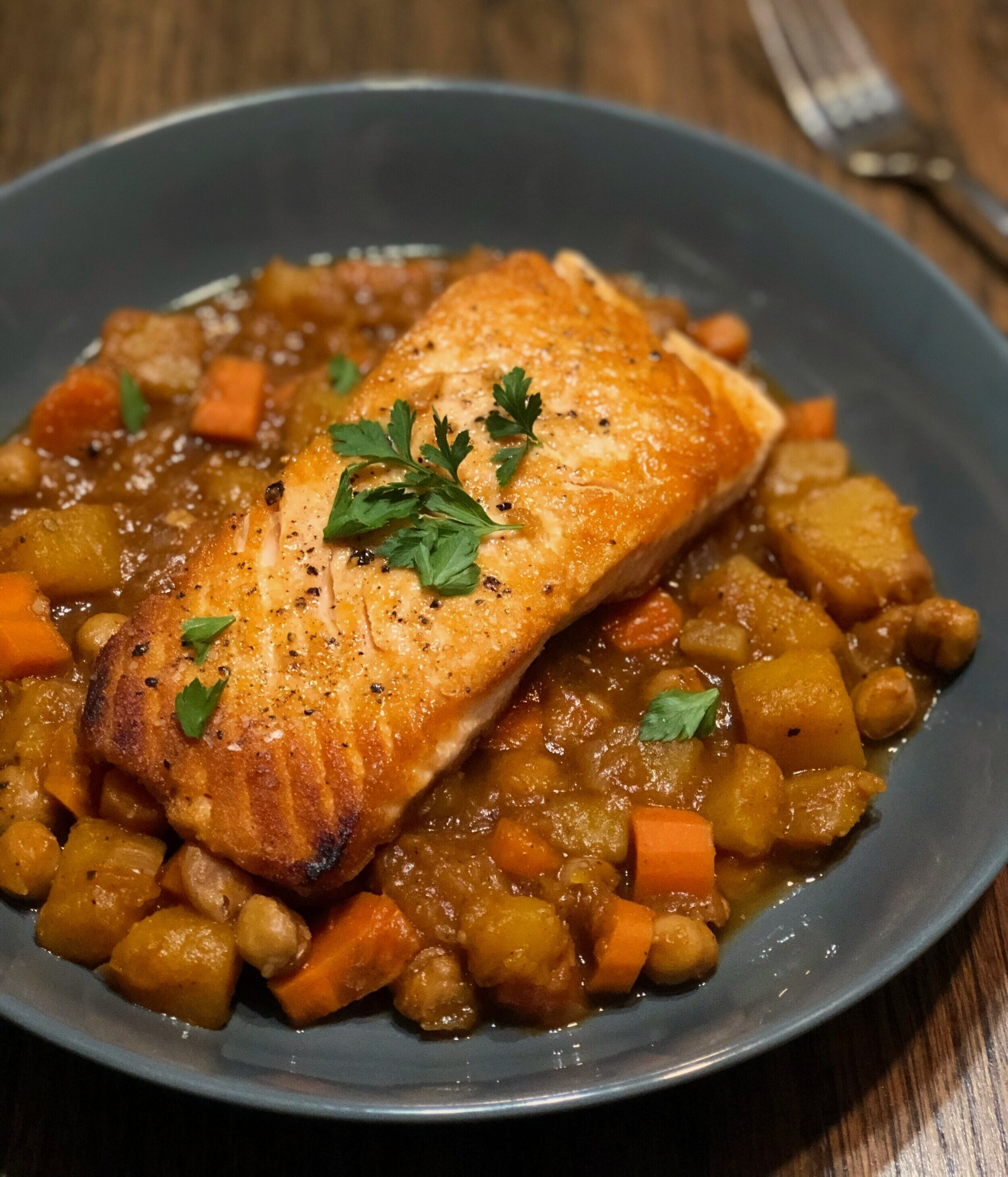 Masala stewed butternut squash and chickpeas with cripsy salmon -