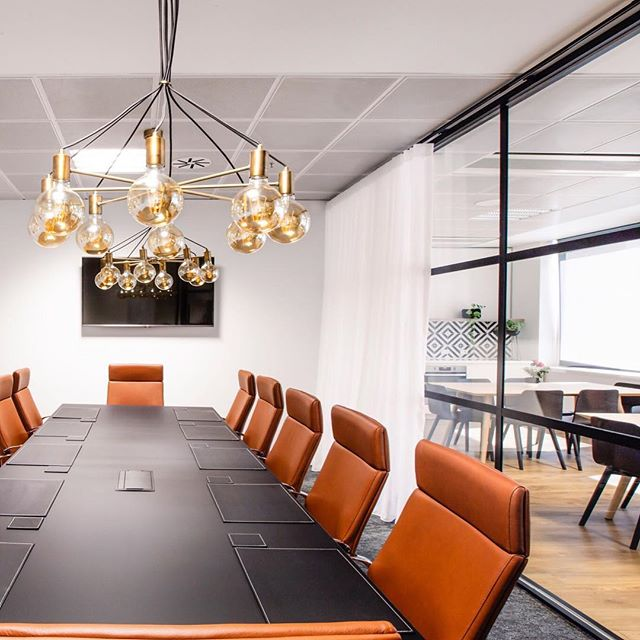 Being stuck in a meeting feels so much better with elegant surroundings and natural light. #boardroom #designbyjmc #officedesign #officefitout #interiordesign @broadhurstphoto