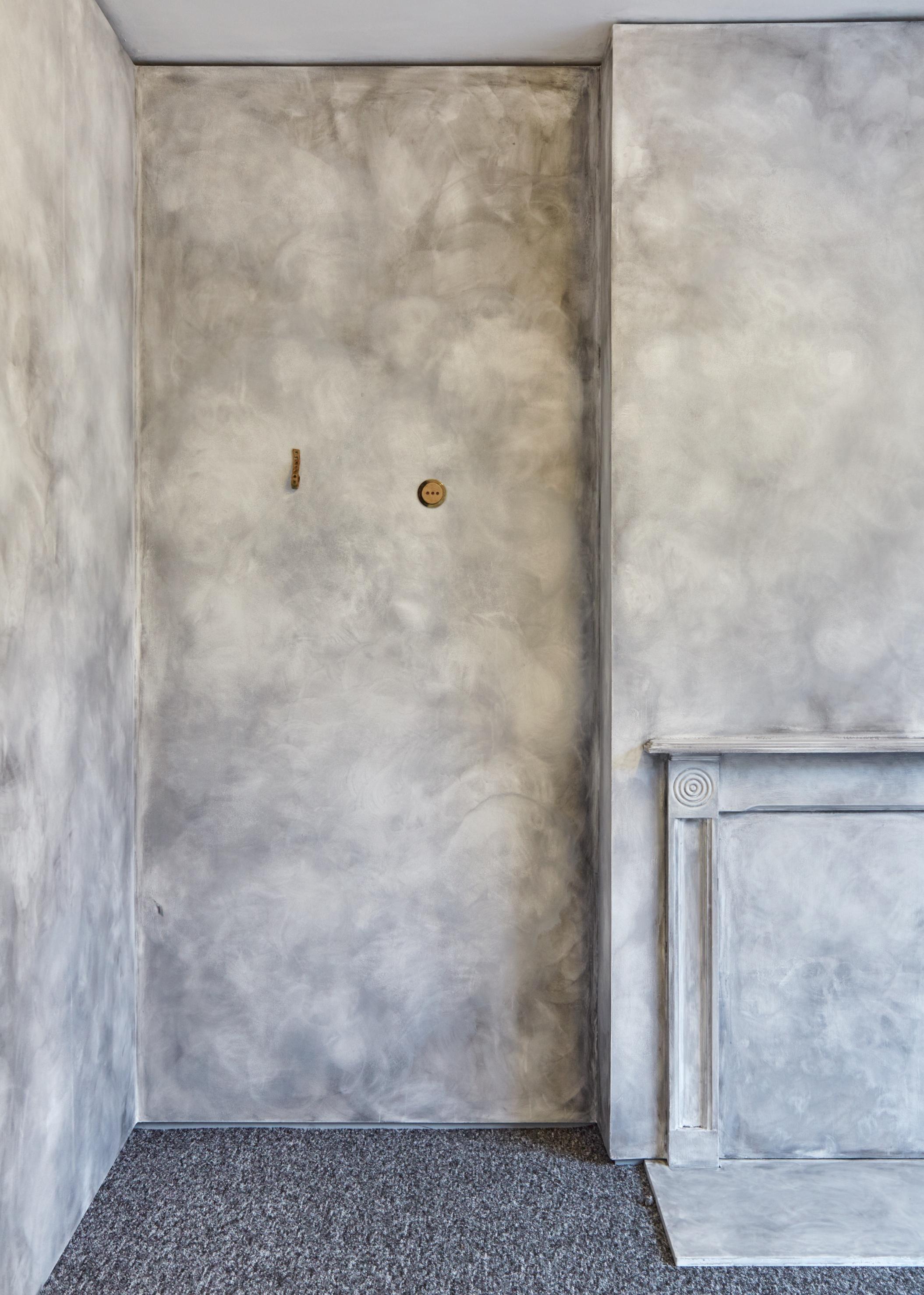 Marcello, 2018 glazed stoneware ceramic 10.5 x 2 x 3.2 cm  Ophelia, 2018 glazed stoneware ceramic 7.3 x 7.3 x 1.3 cm