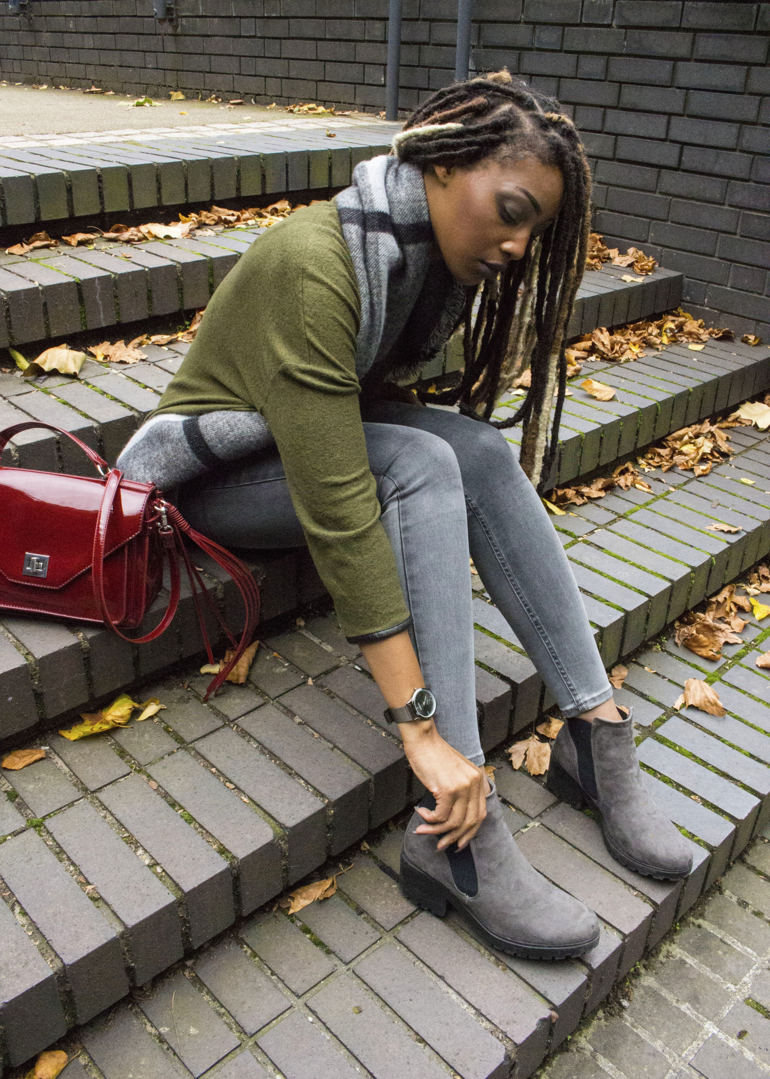 Khaki jumper grey scarf grey jeans grey boots for Autumn Winter
