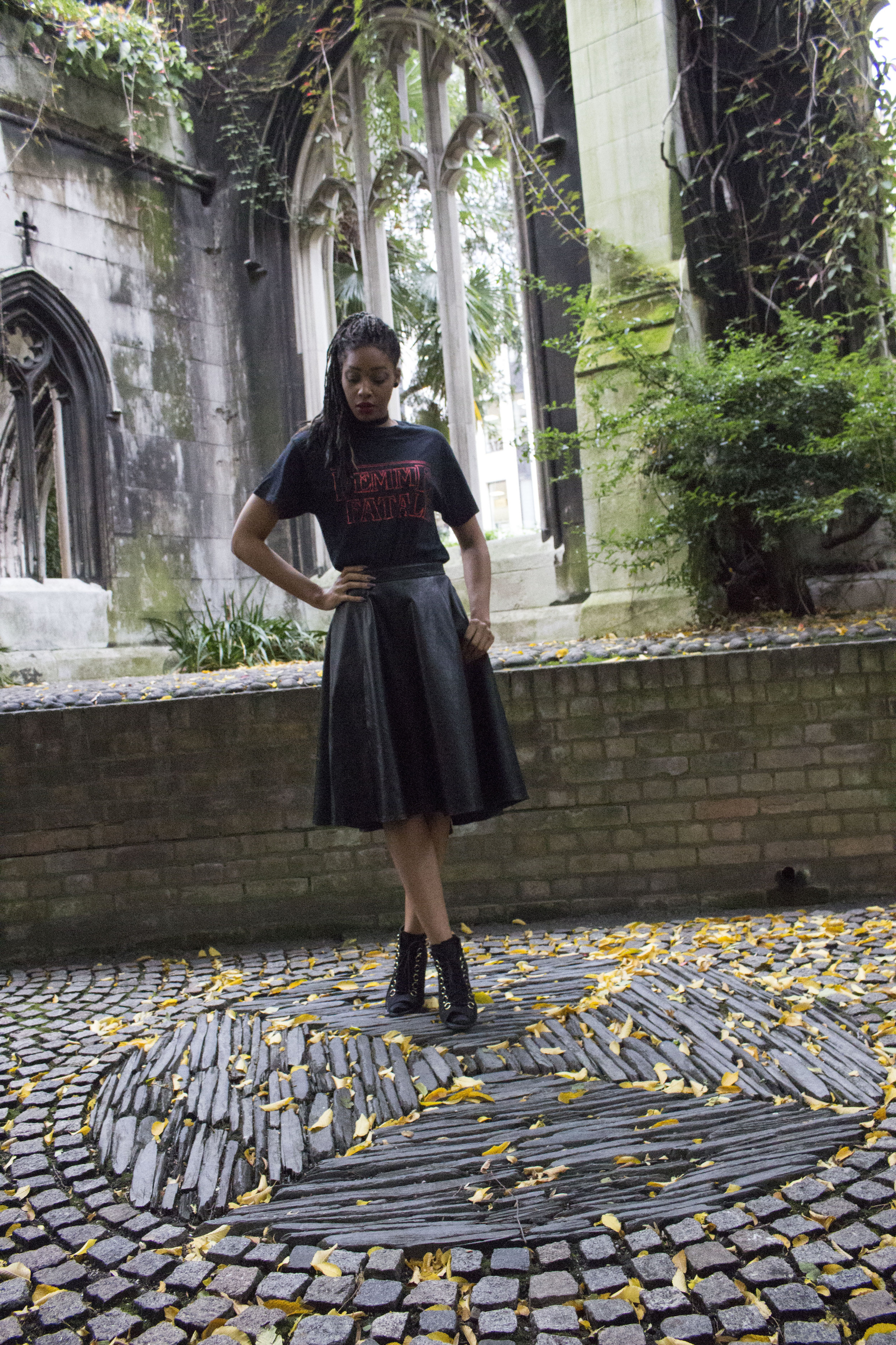 Black femme fatale t shirt black skirt black boots black choker for Autumn Winter 17.jpg