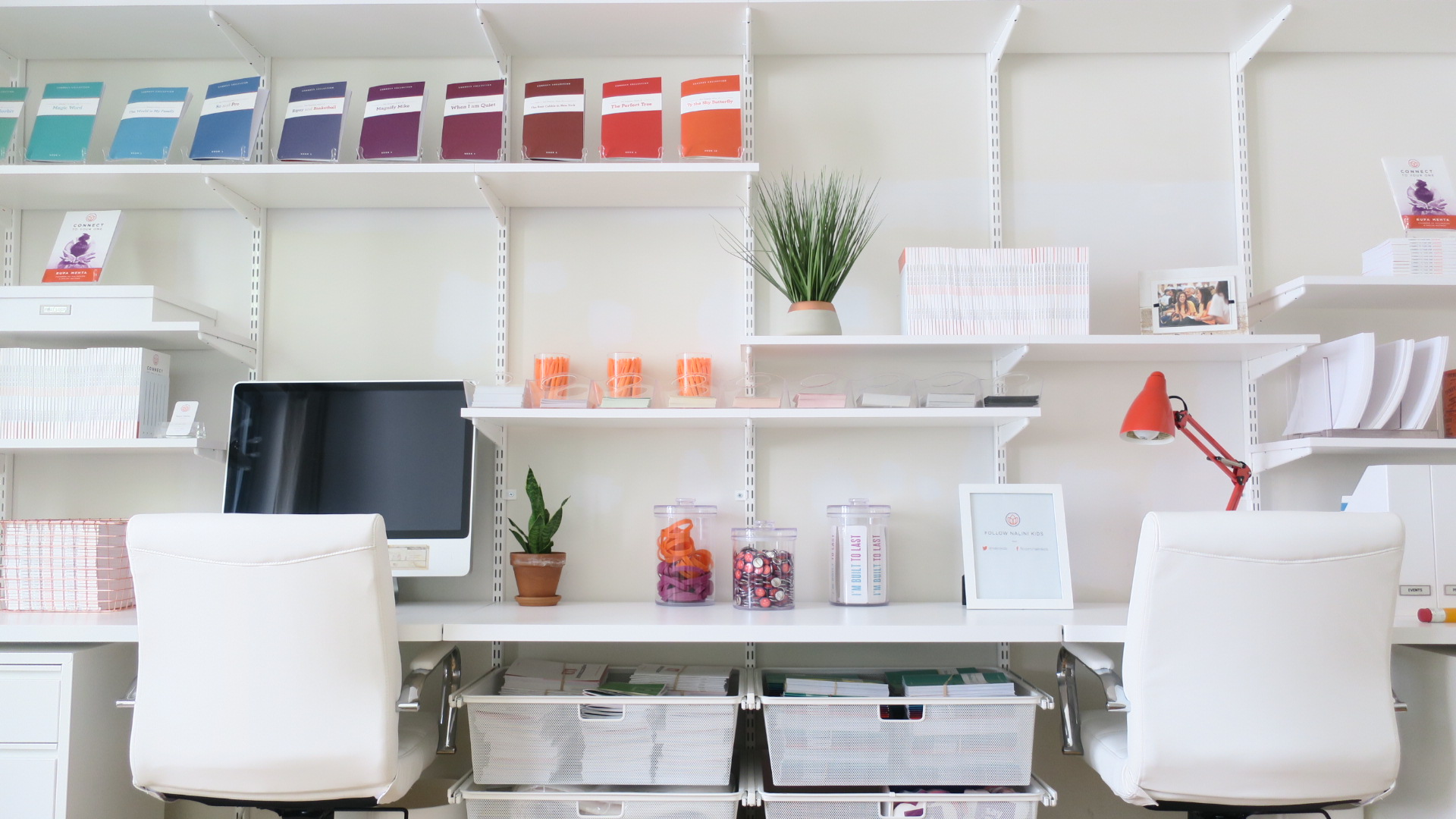 Organized Books_Nalinikids_HomeOffice_Rainbow_Shelfie