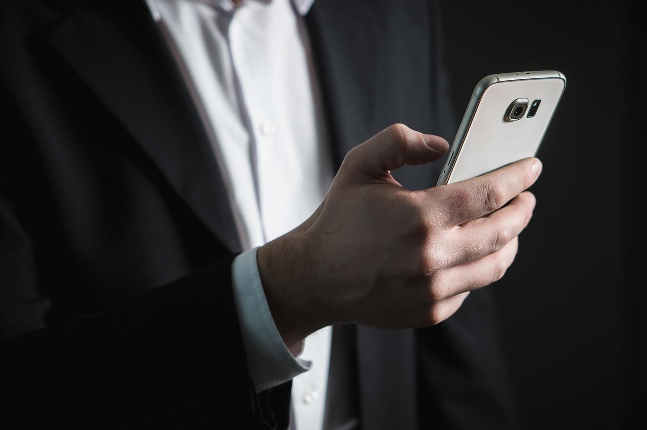 Put the phone down, investor!