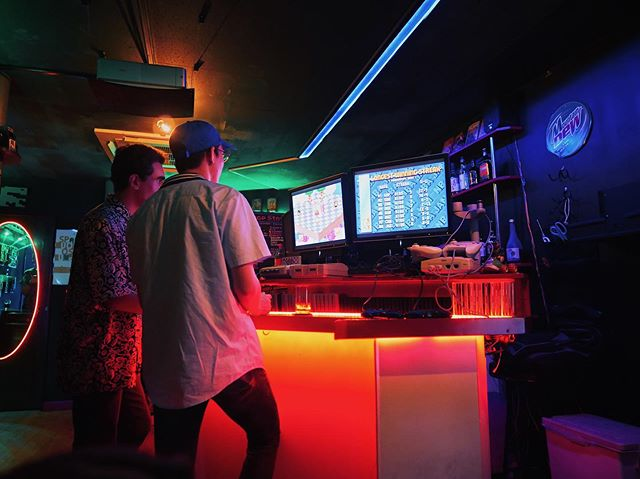 Stumbled on Space Station in Osaka, a great retro gaming bar with classic consoles like an #NES, #SNES, #N64, #Dreamcast and more stationed throughout. @yaellovesyou12, when are we moving to Japan? 🇯🇵 #spacestation #pcgamer #consolegamer #spacestationosaka #osaka #retrogamer #gamingbar #retrogaming #drinks #drunk #jael