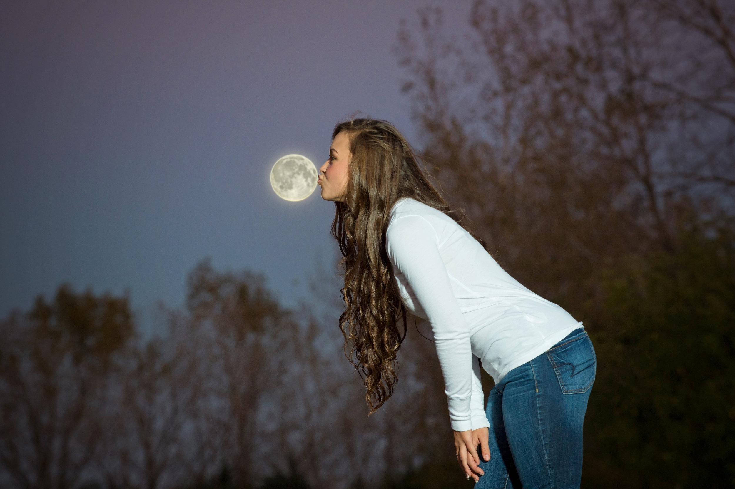RMP_7514 kiss the moon.jpg