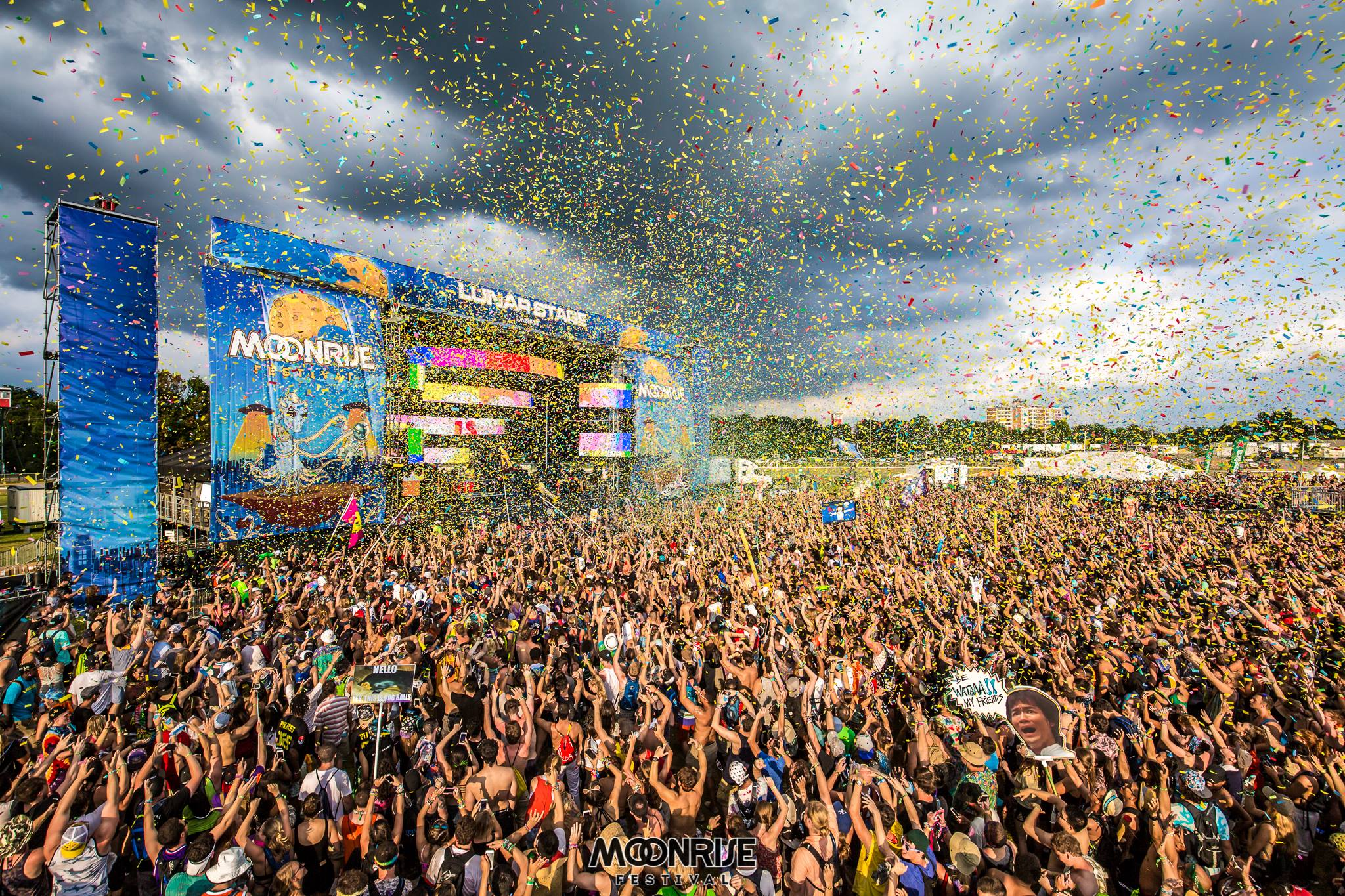 Moonrise Festival Crowd Confetti.jpg