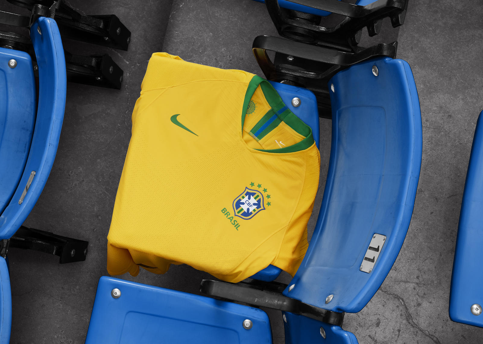 brasil-2018-home-jersey-01_rectangle_1600.jpg