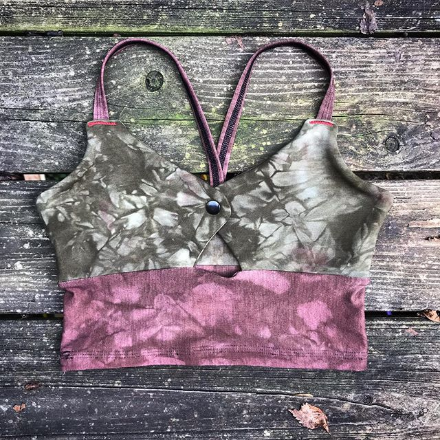 The foothills bralette.  I still get quite a few requests for this early version of the Inanna.  Hidden hook/eye closure along with a snap front. 🦉🌹♥️ . . . . . . . #slowfashion #handmadeclothing #fallcolors #nursingbra #bambooclothing #independentfashion #altfashion #witchfashion #seasonofthewitch