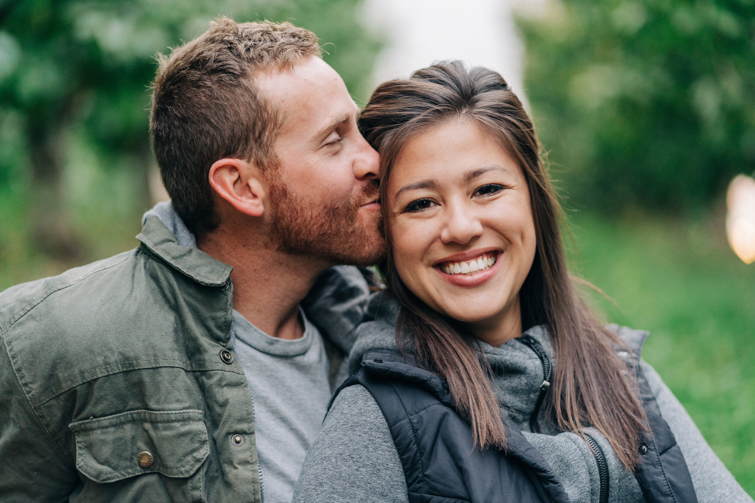 couples photography in orchard in wenatchee washington