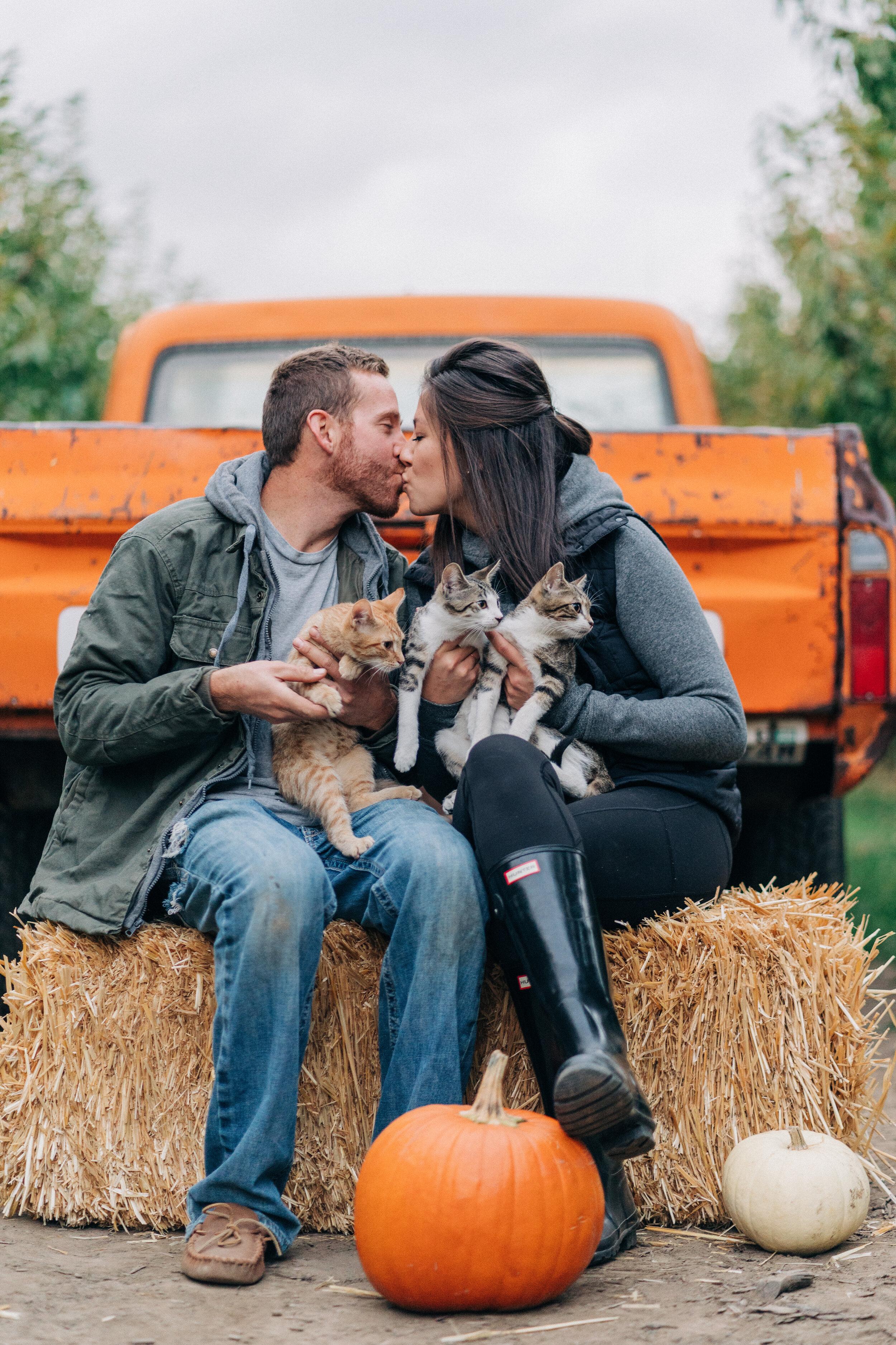 fall minis - couples photographer in malaga, wenatchee, washington