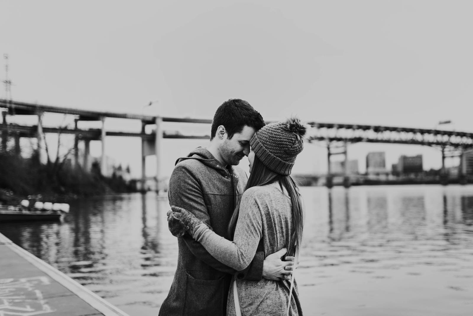 kyle and noon 90 day fiance tlc couples session portland oregon tillikum bridge crossing omsi eastback esplanade dock winter cloudy overcast reality star wedding photographer jamie carle